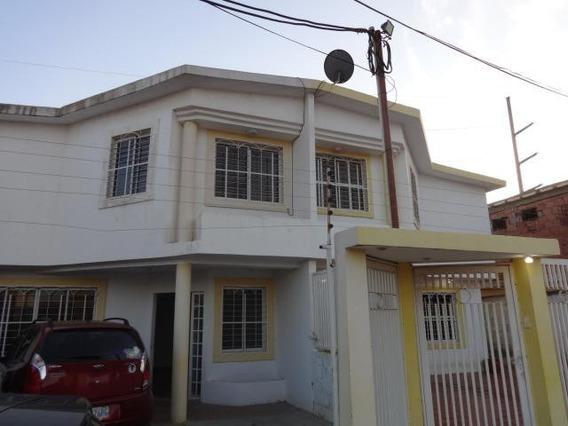 Hermoso Townhouse En Villa Dorada Sector Canchancha.