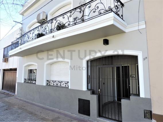 Ph De 2 Dormitorios, Calle 36 E/1 Y 2 La Plata.