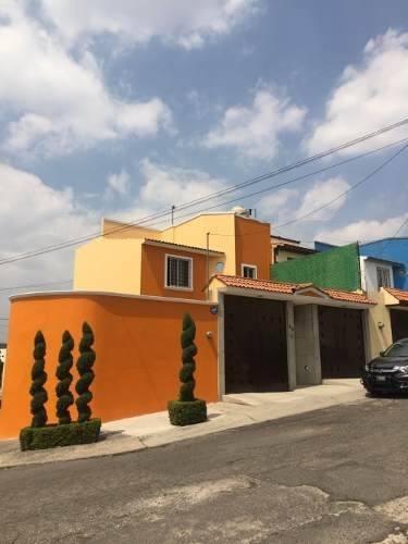 Preciosa Casa Lomas Lindas, Atizapan. Calle Cerrada.