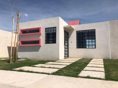 Casa Sola En Venta Bonita Casa Con Espacios Amplios, 2 Rec Y Estudio