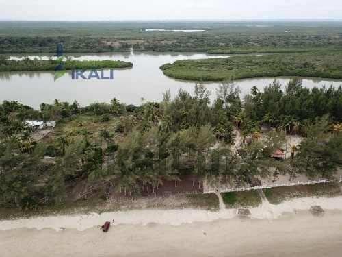 Venta Terrenos 2,914 M² Playa Tuxpan Veracruz. En El Golfo De Mexico, En La Parte Mas Angosta De La Isla, Donde Colinda El Mar Y La Laguna, Uno Colinda 40 M. Frente A La Playa Tiene Una Superficie De