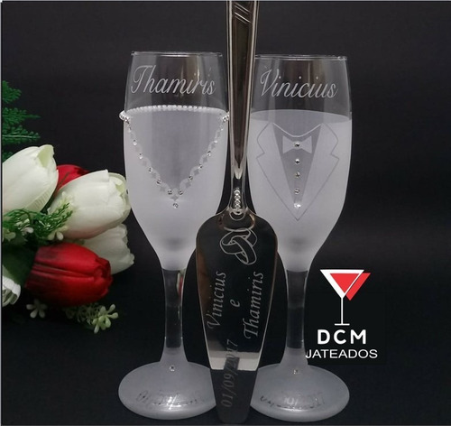 Imagem 1 de 5 de Taças De Vidro Personalizadas Brindes Dos Noivos