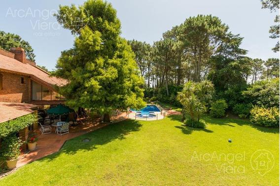 Casa Con Piscina En Alquiler Anual , En Venta , Punta Del Este - Playa Mansa