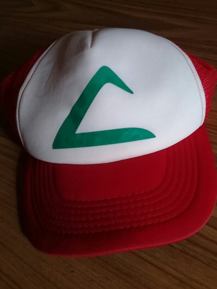 Gorra De Ash. Pokemon. Blanca Con Rojo. Triángulo Verde.
