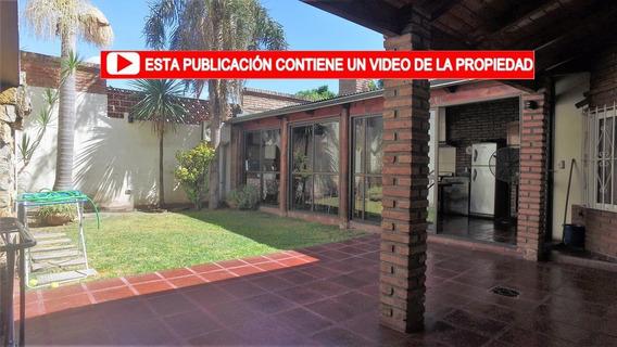 Casa De 4 Dormitorios En Alberdi   Patio Y Quincho   Reciclada