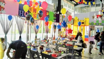 Salón De Fiestas En Plaza Comercial