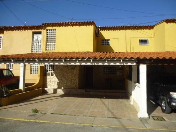 Casa En Venta Cabudare La Mora 19-10381