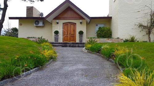 Casa En Mansa, Punta Del Este, 5 Dormitorios, Piscina Y Vista Al Mar. - Ref: 42107