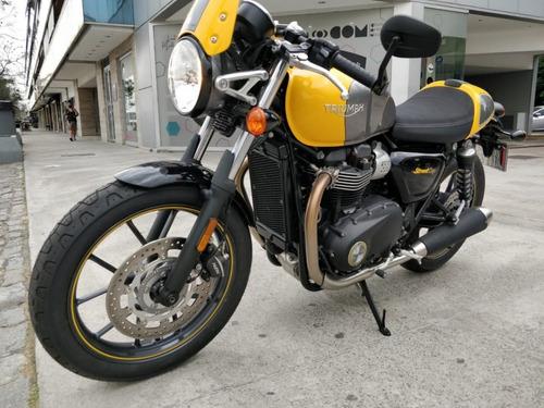 Moto Triumph Street Cup 900