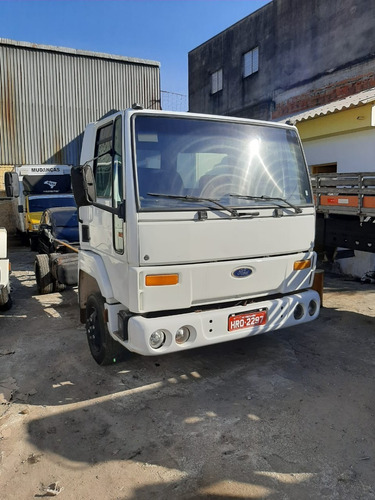 Ford Cargo 815 -  Ano 2002  - Chassis.