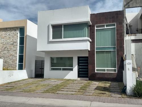 Casa Amueblada, Renta El Refugio, 3 Recamaras, Jardín, Estud