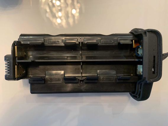 Battery Grip P/ Nikon D7000 Mb-d11 Bateria Reserva Backup