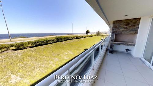 Espectacular Apartamento En Extraordinaria Ubicación En Punta Del Este A Metros Del Mar- Ref: 237