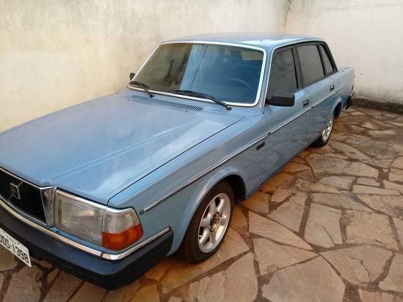 Volvo 240 Sedan 4 Portas