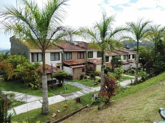 Jg 20-9401 Townhouse En Venta Lomas De Monteclaro