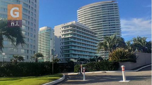Apartamento En Punta Del Este (playa Mansa) Ref- 4697