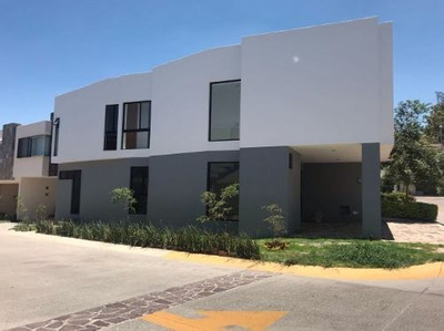Renta Hermosa Casa En Altavista Residencial