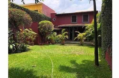Casa En Venta En Zona Dorada, Cerca De Avenida Río Mayo, Cuernavaca, Morelos