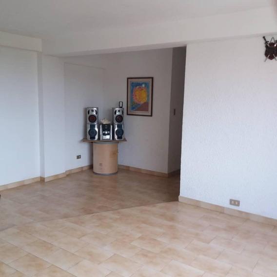 Apartamento En La Av. Goajira Cerca De Urbe Mls 20-23753ln