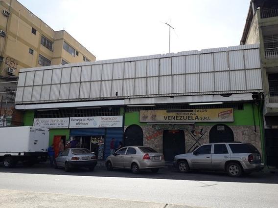 Venta De Galpón Divido En 4 Locales Comerciales