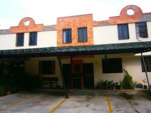 Townhouse En Venta Barbula Naguanagua Carabobo 20-5435 Dam