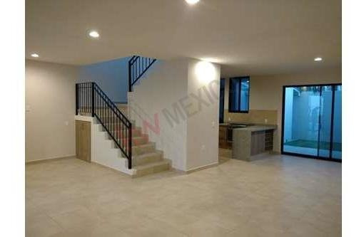 Hermosa Casa De 3 Recamaras En Condominio Cerrado