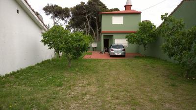 Casa Amplia Con Habitaciones Y Dos Baños, Parrilla Ect