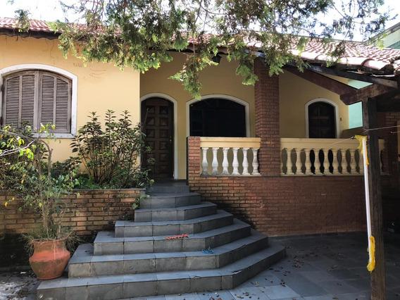 Casa C/ 2 Quartos C/ Suite, 2 Banheiros, Quintal C/ Churrasq