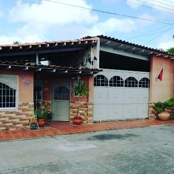 Cómoda Casa En La Urbanización Virgen Del Valle Vía La Pica
