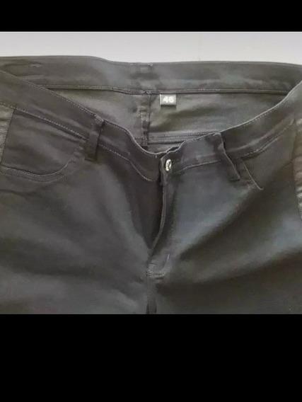 Pantalón Negro Con Guarda. Excelente Estado.
