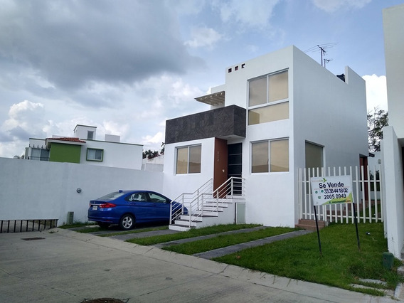 Casa En Venta En Senderos De Monteverde, Dentro De Coto