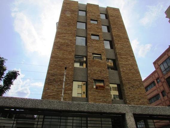 Edificio En Alquiler En Plaza Venezuela - Mls #20-21381