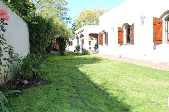 Venta Hermosa Casa Estilo Colonial 4 Amb. Quincho. Parque. Estanque Pequeño Con Peces.zona Caisamar