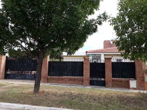 Casa Con 3 Departamentos En La Ciudad De La Punta San Luis