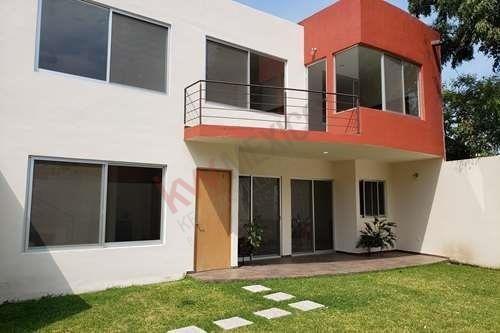 Casa Nueva En Fraccionamiento A 5 Min Del Hotel Hacienda De Cortes