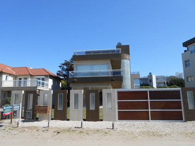 Casa De 4 Ambientes Con Piscina In-out Pinamar