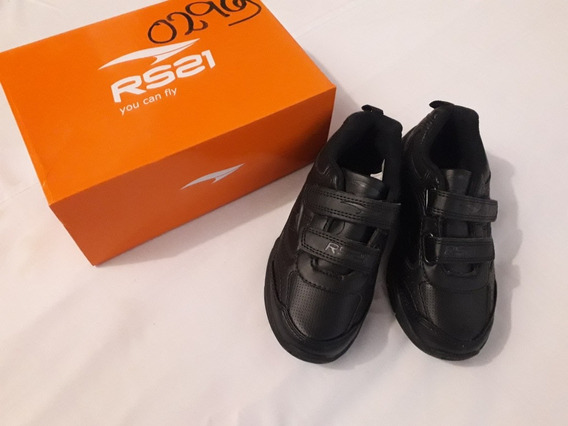 Zapatos Deportivos Talla 28, Color Negro