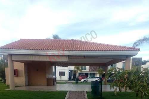 Casa En Venta En Rinconada De Los Fresnos, Zapopan.