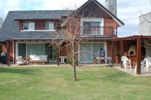 Venta  Casa 3 Dormitorios 4 Baños Lomas De La Tahona Piscina #261