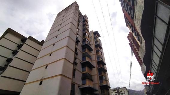 Apartamento Venta Los Caobos Maracay 20-18388 Chm