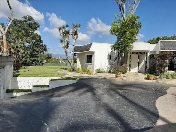 Casa En Venta La Lagunita Country Club 20-9156 Adri 04143391178