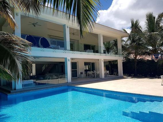 Venta De Hermosa Villa Con Vista A Lago Y Campo De Golf