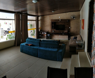 Ótima Casa Com Ampla Área De Lazer