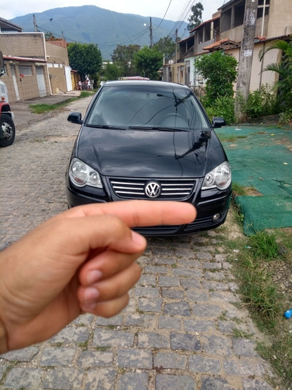 Volkswagen Polo Sedan 1.6 Vht Total Flex 4p 2010