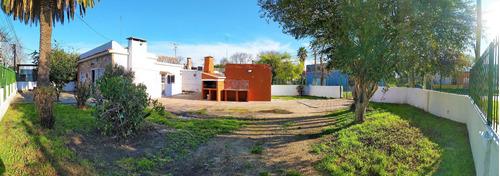 Amplia Propiedad, 2 Dormitorios, Parrillero, Garaje, Esquina