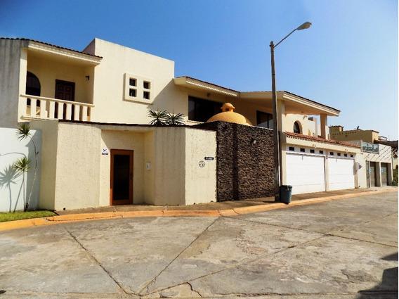 Casa En Venta En Priv. Paraíso, Coatzacoalcos, Veracruz.