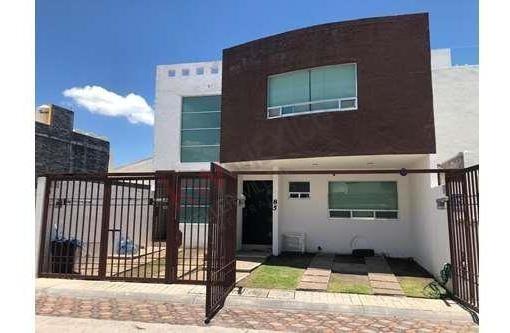 Se Vende Amplia Casa Habitación En Milenio Iii.