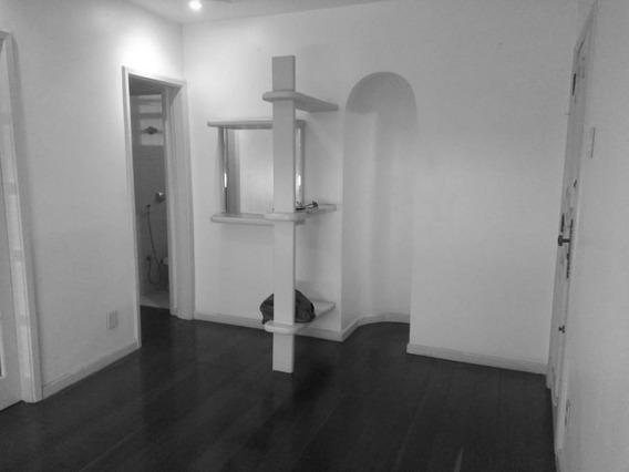 Leblon-excelente Apartamento De 2 Quartos Com Vaga De Garagem Em Localização Privilegiada. - Ap0767