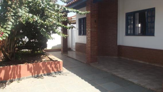 773- Casa Á Venda Com 4 Dormitórios Sendo 2 Suítes.