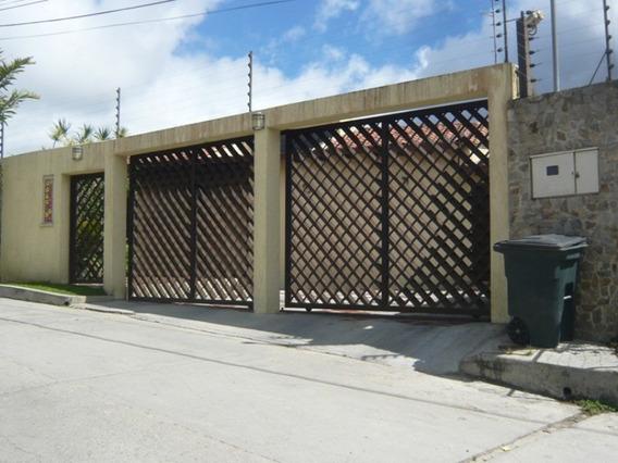 Amplia Casa Con Terreno Anexo En Oripoto
